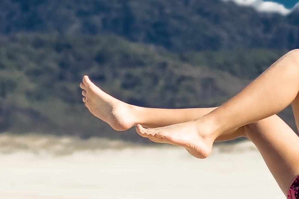 Entfernung von Haaren an den Füßen bei Dermalisse